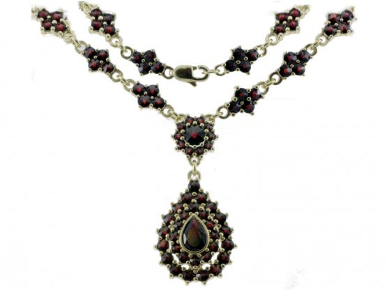 BG garnet necklace 114