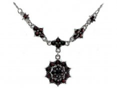 BG garnet necklace 069